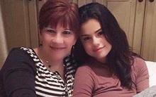 Chẳng cần son phấn hay váy áo lộng lẫy, Selena Gomez mộc mạc vẫn xinh như búp bê