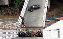 Vụ sà lan tông sập cầu ở Cà Mau: 6 người bị thương, đưa gấp 2 cháu bé lên Sài Gòn cấp cứu