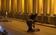 Hà Nội: Hai nam thanh niên lái xe Exciter đâm dải phân cách, 1 người bất tỉnh ở hầm Kim Liên