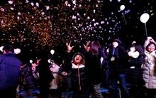 Chùm ảnh: Đêm Giao thừa rực sắc pháo hoa và rộn ràng niềm vui trên toàn thế giới