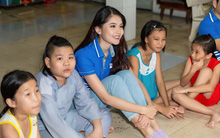 Á hậu Thùy Dung lên tiếng về quan điểm người đẹp Vbiz làm từ thiện để PR tên tuổi
