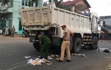 Bình Dương: Người dân nâng bánh xe, đưa thi thể người phụ nữ bị mắc kẹt dưới gầm xe ben ra ngoài