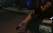 Taxi Mai Linh hất nam thanh niên lên nắp capo rồi rồ ga bỏ chạy