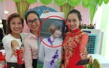 Dù đang ở Nhật Bản, nhưng cô nàng này vẫn được in ảnh to bằng người thật đến check-in đám cưới bạn thân