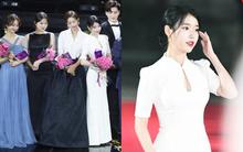 Giản dị hết cỡ, IU lại trở thành tâm điểm giữa dàn mỹ nhân lộng lẫy trong một khung hình tại APAN Star Awards