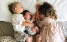 """Có một bà mẹ chỉ chụp ảnh con ngủ mà cũng khiến cư dân mạng """"sốt xình xịch"""""""
