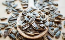 Hạt hướng dương thường ăn vào ngày Tết có 8 công dụng cực tốt cho sắc đẹp