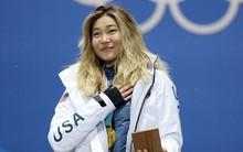 Giành HCV Olympic 2018, người hùng nước Mỹ Chloe Kim cố nén khóc khi lên nhận giải vì không muốn... làm hỏng đường kẻ mắt