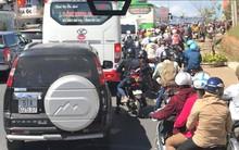 Đà Lạt ùn tắc kinh hoàng từ đèo Prenn đến trung tâm thành phố do hàng nghìn người kéo đến du xuân
