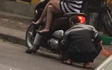 Hình ảnh gây bức xúc: 2 cô gái ngồi yên trên xe máy trong khi chú thợ lớn tuổi khom lưng bơm xe đằng sau