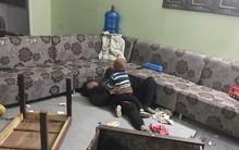 Những ngày cận Tết, con gái xót xa khi thấy mẹ nằm bất lực giữa đống ngổn ngang vì bị bố đánh chửi, đập phá đồ đạc