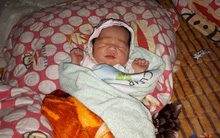 Nghệ An: Phát hiện bé gái sơ sinh bị bỏ rơi bên vệ đường