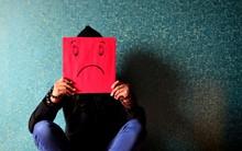 Đề thi thử ĐH môn Văn: Con người cật lực làm việc, gánh hết nhọc nhằn, và khi có tiền, họ không hạnh phúc
