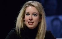 """Từng là nữ tỷ phú trẻ nhất nước Mỹ, được mệnh danh """"Steve Jobs thứ hai"""", cô gái này bị buộc tội lừa đảo 700 triệu USD và mới nộp có 500 nghìn USD"""