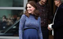 Để ý sẽ thấy, phong cách bầu bí lần 3 của Công nương Kate chỉ gói gọn bằng màu xanh cobalt