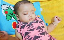 TIN VUI: Đôi mắt màu xanh đẹp tựa thiên thần của bé trai 6 tháng tuổi mù lòa đã có cơ hội tìm lại ánh sáng