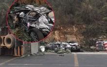 Xe ô tô vừa mua ở Hà Nội đi về đến Hòa Bình thì thành đống sắt vụn vì tai nạn giao thông