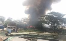 Hà Nội: Cháy lớn trên cao tốc Láng Hoà Lạc, cột khói bốc cao hàng chục mét