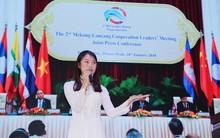 Khánh Vy duyên dáng với áo dài, tự tin đại diện thanh niên Việt Nam thuyết trình tại Trung Quốc