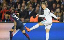 """Cận cảnh: Pha """"bỏ bóng đá người"""" của Cristiano Ronaldo với Dani Alves"""