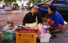 Câu chuyện người mẹ bán hàng rong dạy đứa con thiểu năng cách tự lập để một ngày mất mẹ có thể sống được giữa Sài Gòn