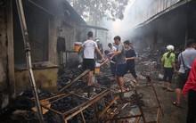 Vụ cháy chợ thiêu rụi hàng loạt ki ốt ở Hà Nội: Do người dân đốt hương ngày rằm hoặc chập cháy điện ?