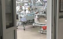Người thân đến bệnh viện xác nhận danh tính nạn nhân bị kéo lê hàng trăm mét trên đường phố Hà Nội