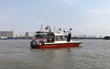 Hai sà lan đâm nhau kinh hoàng trên sông Sài Gòn, 3 người nhảy xuống nước