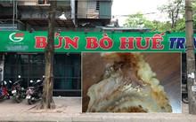 Bị thực khách đăng ảnh xương trong bát bún có dòi, cửa hàng bún bò Huế ở Hà Nội cho rằng đó chỉ là mùn cưa sườn