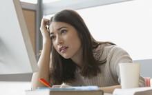 """5 thói quen thường gặp lại chính là nguyên nhân khiến kỳ """"đèn đỏ"""" của bạn trở nên tồi tệ"""