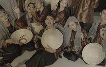 Quang Đăng tái hiện văn hoá Việt với hình ảnh người nông dân, nón lá, cánh đồng lúa... trong MV nhảy mới