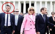 Dù nắm tay lãng mạn, nhưng vợ chồng Tổng thống Pháp vẫn bị lu mờ bởi người đàn ông này