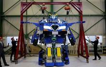 Cuối cùng cũng có Transformer ngoài đời thực, biến hóa ô-tô thành robot ảo như phim