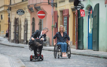 """""""Lăn Đến Bên Em"""": Cảm hứng từ chiếc xe lăn vẽ nên câu chuyện tình yêu đậm chất Pháp"""
