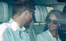 Hoàng tử Harry và Meghan Markle xuất hiện tươi tắn bất chấp những tin tức bê bối về gia đình suốt thời gian qua