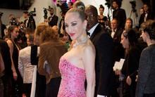 """Hình ảnh hiếm hoi khoe ngực """"ngồn ngộn"""" của """"Thảm họa thẩm mỹ"""" Hồng Kông tại LHP Cannes"""