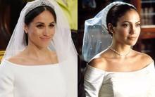 Thật tình cờ và thật bất ngờ, váy cưới của Meghan Markle giống hệt váy Jennifer Lopez mặc từ 17 năm trước