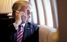Tổng thống Donald Trump dùng tới 2 chiếc iPhone, trái ngược với ông Obama trước kia