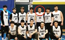 Giữa lùm xùm tham gia hội cuồng giáo, chủ tịch JYP gây bất ngờ khi xuất hiện tươi tỉnh giữa dàn sao Hàn