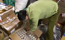 Phát hiện hàng nghìn gói mỹ phẩm không rõ nguồn gốc ở Hà Nội, chủ cơ sở khai nhận dùng xilanh bơm nguyên liệu vào chai lọ và gắn nhãn mác