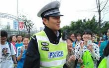 Chú cảnh sát giao thông được yêu mến nhất tại Trung Quốc: Luôn xuất hiện kịp thời chở thí sinh bị nhầm trường thi đến đúng địa điểm
