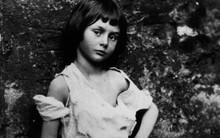 Alice ở xứ sở thần tiên: Câu chuyện trẻ em nhuốm màu đen tối và cuộc đời Alice ngoài đời thật khiến nhiều người ngỡ ngàng