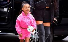Con gái 5 tuổi của Kim càng lớn càng xinh nhưng cư dân mạng lại mắng Kim xối xả vì ép thẳng tóc của cô bé