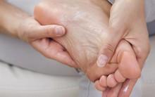 Không chỉ mùa đông, mùa hè bạn cũng có thể bị tróc da tay chân và đây là lý do