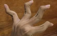 Chán khoe nọng cằm, 500 anh chị em cư dân mạng chuyển sang khoe ngón tay độc lạ