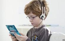 """Chơi game 8 tiếng không chịu đi toilet để """"xả"""", bé trai 10 tuổi nhập viện vì bụng phồng quá to"""