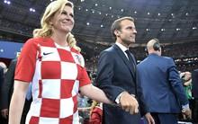 Cái nắm tay thân mật của Tổng thống Pháp và Tổng thống Croatia gây sốt mạng xã hội quốc tế