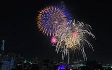 Pháo hoa rực sáng bầu trời đêm giao thừa, vậy là năm mới 2018 đã đến rồi!