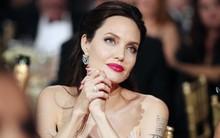 """Loạt ảnh chứng minh ở tuổi 42, Angelina Jolie vẫn là """"báu vật nhan sắc"""" của nước Mỹ không ai bì được"""