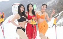 Sự kiện phản cảm tại Trung Quốc: Người mẫu trình diễn bikini trong thời tiết âm độ và băng tuyết